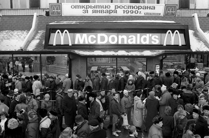 first-mcdonald-restaurant-opens-soviet-union-moscow-russia-1900-1-5b963c53ae39f__700